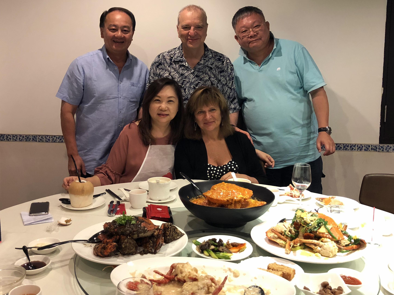 IMG_0489_dinner Yi family